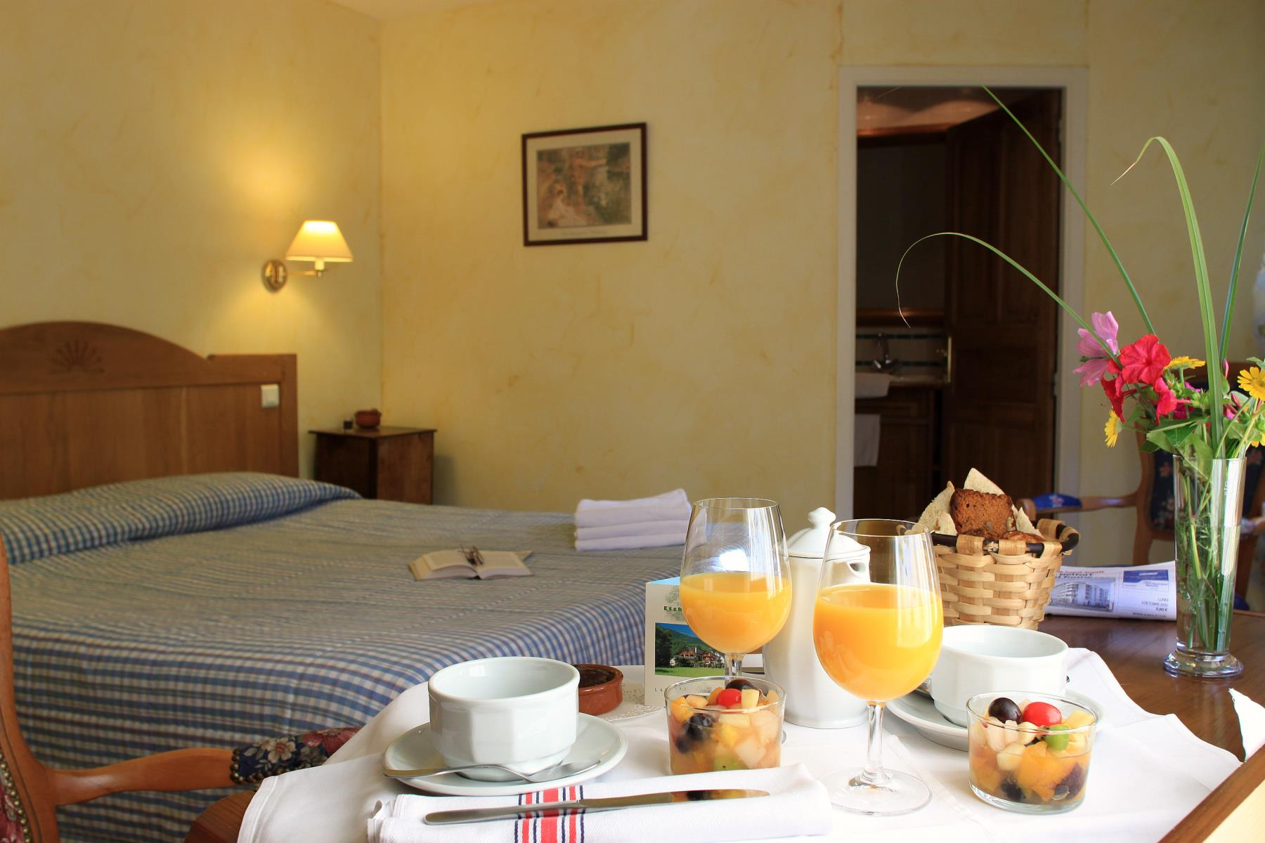 H tel etchemait chambre etchemaite for Chambre hotel reservation